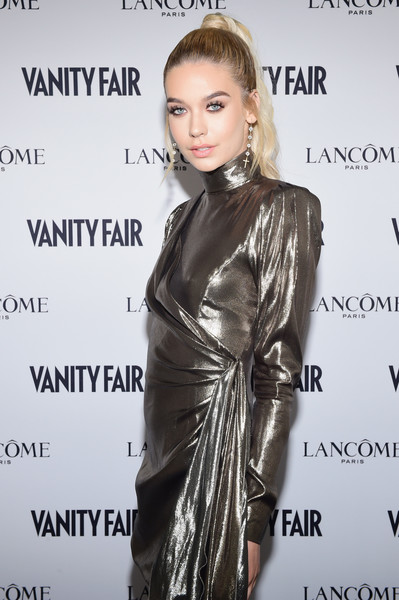 f634fe383bb7 Amanda Steele Photos Photos - Vanity Fair And Lancome Toast To The ...