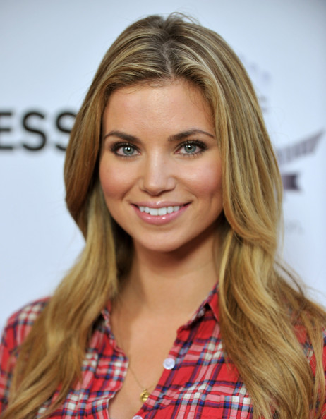 Amber Lancaster earned a 10 million dollar salary, leaving the net worth at 8 million in 2017