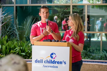 Amber Smith Granger Smith Visits Dell Children's To Present Donation In Memory Of His Son River