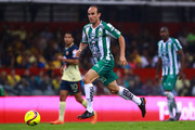 Landon Donovan of Leon drives the ball during the 11th round match between America and Leon as part of the Torneo Clausura 2018 Liga MX at Azteca Stadium on March 10, 2018 in Mexico City, Mexico.