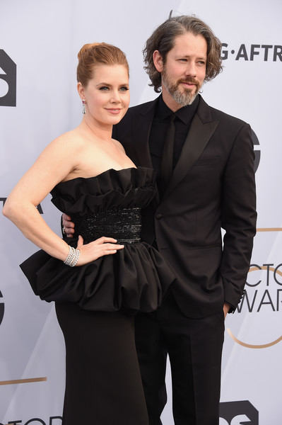 25th Annual Screen Actors Guild Awards - Arrivals [dress,hairstyle,suit,little black dress,fashion,event,carpet,formal wear,premiere,flooring,arrivals,amy adams,darren le gallo,screen actors guild awards,screen actors\u00e2 guild awards,california,los angeles,the shrine auditorium,l,amy adams,darren le gallo,25th screen actors guild awards,24th screen actors guild awards,celebrity,screen actors guild award,actor,film,award]