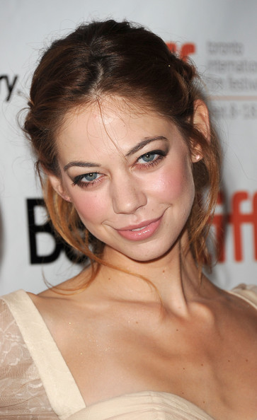 analeigh tipton skating