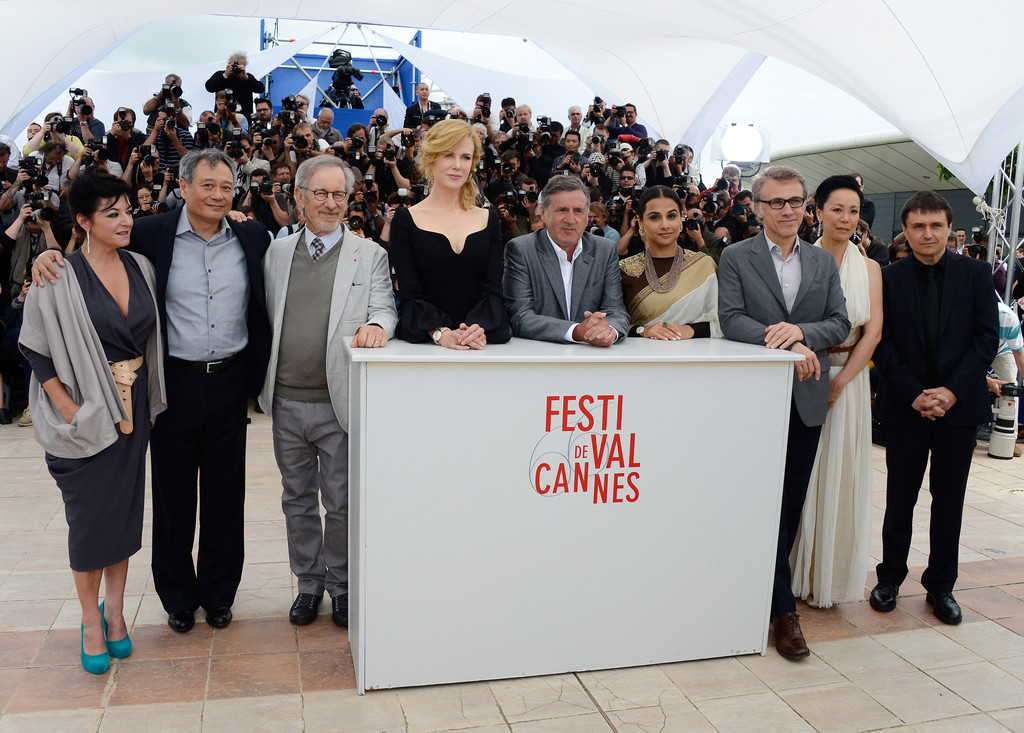 http://www1.pictures.zimbio.com/gi/Ang+Lee+Daniel+Auteuil+Jury+Photo+Call+Cannes+vTY8e2DexwUx.jpg