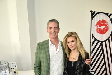 AnnaLynne McCord Colgate Optic White Beauty Bar at Hudson Loft in Los Angeles - Day 1