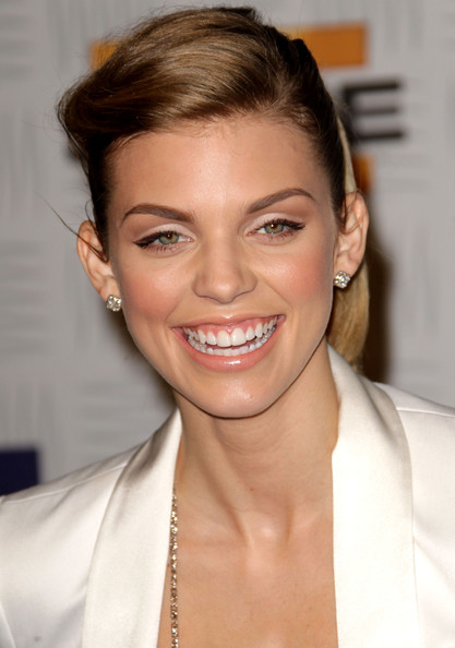 http://www1.pictures.zimbio.com/gi/AnnaLynne+McCord+Spike+TV+2010+Video+Game+t5Za1YOnPMal.jpg