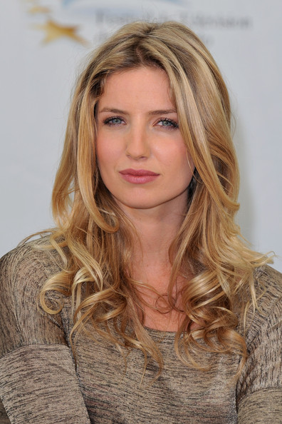 Annabelle Wallis Photo...