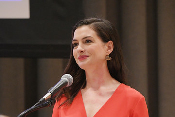 Anne Hathaway Pictures, Photos & Images - Zimbio