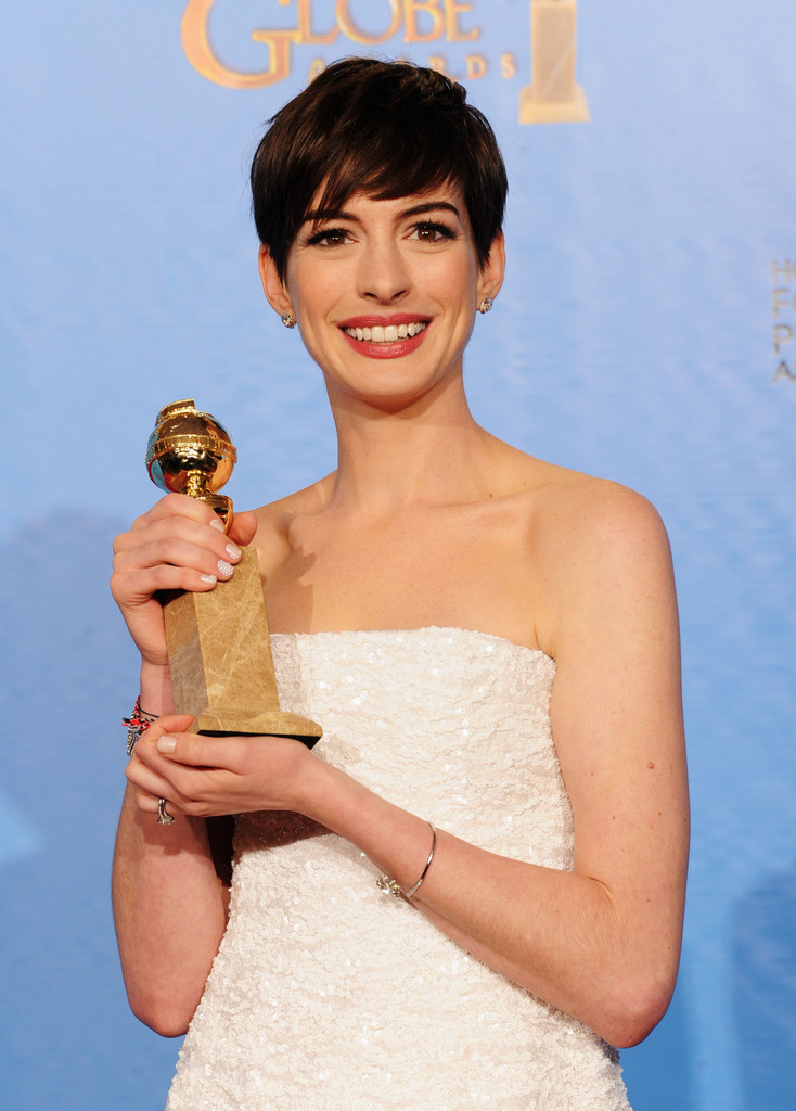 http://www1.pictures.zimbio.com/gi/Anne+Hathaway+70th+Annual+Golden+Globe+Awards+AHwAGa_UbHPx.jpg