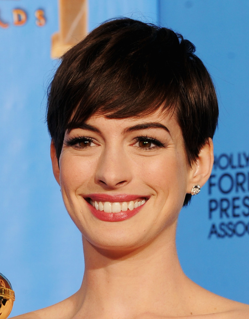 http://www1.pictures.zimbio.com/gi/Anne+Hathaway+70th+Annual+Golden+Globe+Awards+bhhBB_v6l5Wx.jpg