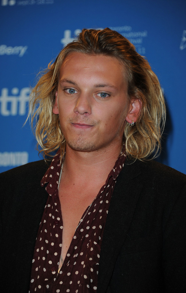 "Jamie Campbell Bower Photos Photos - ""Anonymous"" Press ..."