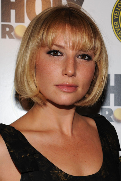 ari graynor net worth