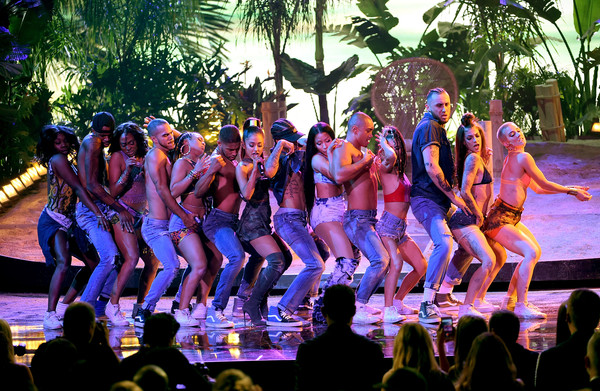 2016 American Music Awards - Show [performance,entertainment,musical,performing arts,event,public event,fun,performance art,leisure,choreography,singers,ariana grande,nicki minaj,american music awards,california,los angeles,microsoft theater,l,show]