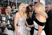Actresses Anna Faris (L) and  Reese Witherspoon attend the 87th Annual Academy Awards at Hollywood & Highland Center on February 22, 2015 in Hollywood, California.