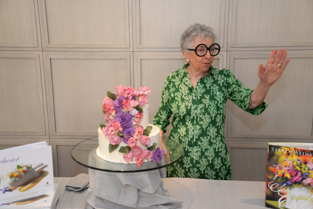 Artistic Cake Design Classes : Sylvia Weinstock in The Art Of Cake-Decorating: A Master ...