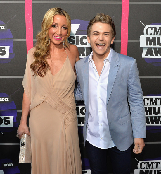 who is hunter hayes dating Watch video for hunter hayes, the first part of this decade was a blur — that's when he first broke through to become a country music star at age 20, with hit singles.