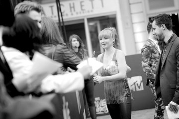 Ashley Rickards An Alternative View of the 2016 MTV Movie Awards