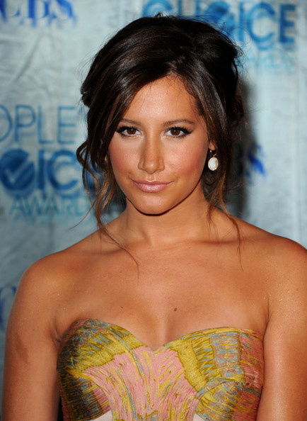Ashley Tisdale Actress Ashley Tisdale arrives at the 2011 People's Choice Awards at Nokia Theatre L.A. Live on January 5, 2011 in Los Angeles, California.
