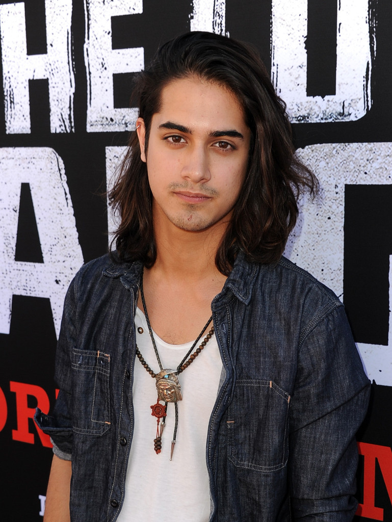 avan jogia parents