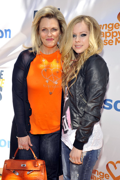 Nancy Davis Kicks Off May's MS Awareness Month At Kitson's Melrose Boutique [picture,clothing,orange,hairstyle,blond,outerwear,event,textile,jacket,leather,footwear,nancy davis,avril lavigne,melrose boutique,boutique,kitson,ms,ms awareness month,race,fundraiser]