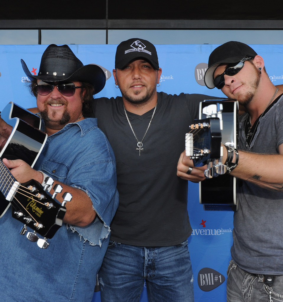 bmi 1 party for dirt road anthem performed by jason aldean zimbio. Cars Review. Best American Auto & Cars Review