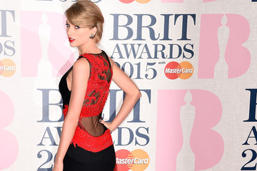 Look of the Day: Taylor Swift's Dragon Dress