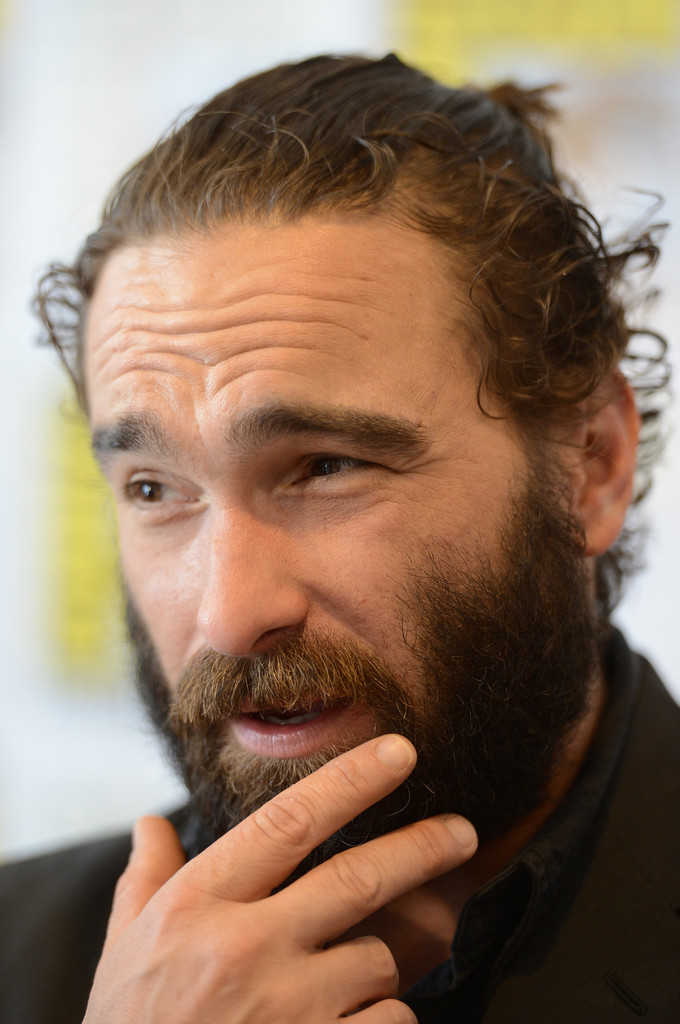 Johnny Galecki Photos Photos