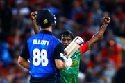 Rubel Hossain of Bangladesh celebrates his wicket of Grant Elliott of New Zealand (L) during the 2015 ICC Cricket World Cup match between Bangladesh and New Zealand at Seddon Park on March 13, 2015 in Hamilton, New Zealand.