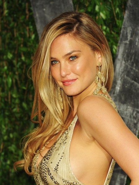 Bar Refaeli - 2012 Vanity Fair Oscar Party Hosted By Graydon Carter - Arrivals