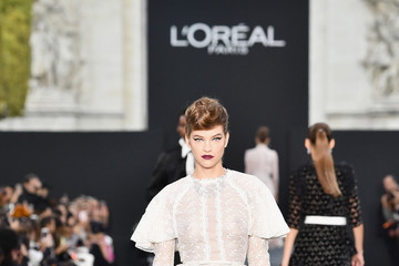 Barbara Palvin Le Defile L'Oreal Paris Runway - Paris Fashion Week Womenswear Spring/Summer 2018