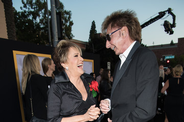 Barry Manilow Lorna Luft Premiere Of Warner Bros. Pictures' 'A Star Is Born' - Red Carpet