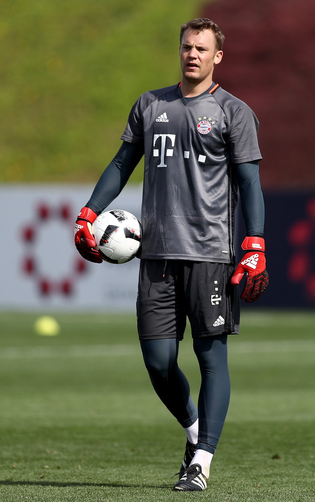 manuel neuer photos photos bayern muenchen doha training camp day 3 zimbio. Black Bedroom Furniture Sets. Home Design Ideas