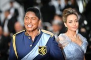 US singer Jermaine Jackson (L) arrives on May 24, 2017 for the screening of the film 'The Beguiled' at the 70th edition of the Cannes Film Festival in Cannes, southern France.  / AFP PHOTO / LOIC VENANCE