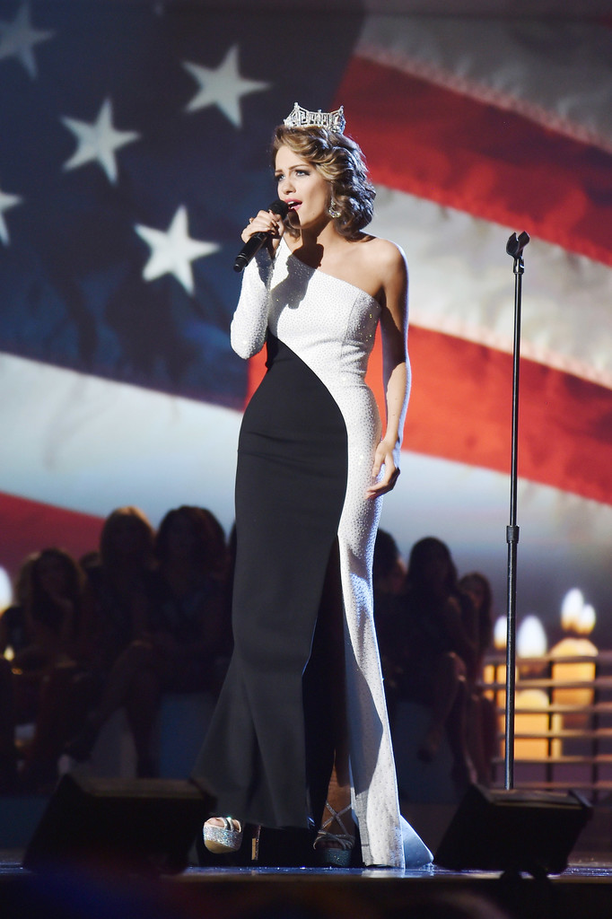 betty cantrell, miss america 2016. - Página 9 Betty+Cantrell+2017+Miss+America+Competition+HIggA4NpHrOx
