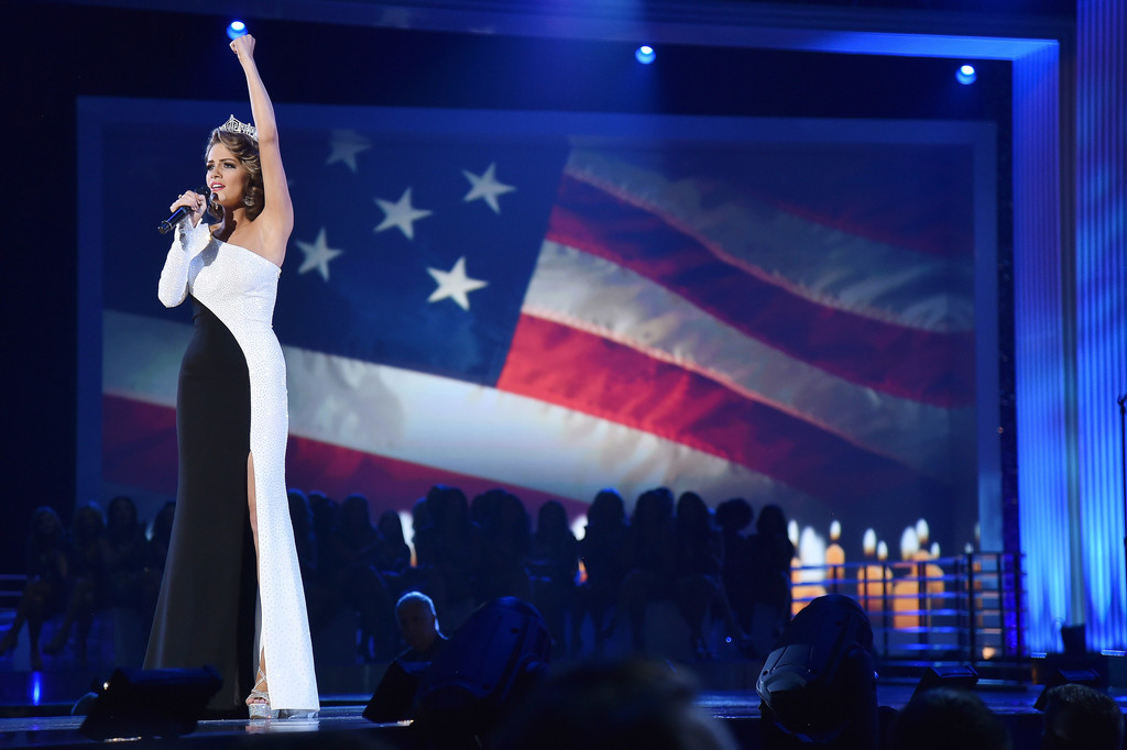 betty cantrell, miss america 2016. - Página 9 Betty+Cantrell+2017+Miss+America+Competition+m1EdhyvhzZax