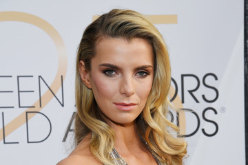 Betty Gilpin 25th Annual Screen ActorsGuild Awards - Red Carpet