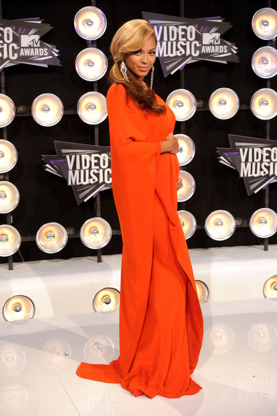 Beyoncé >> MTV Video Music Awards 2011 [28/08/11] [II] - 1 PREM. + PERFORMANCE + COMO ROBARSE LA NOCHE Beyonce+Knowles+2011+MTV+Video+Music+Awards+8hy0JZlsPfql