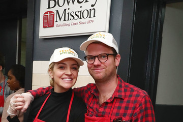 Bill Kennedy Abby Elliott Volunteers at the Bowery Mission in New York City