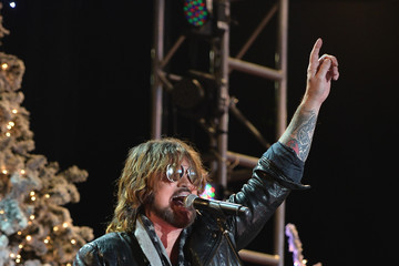 Billy Ray Cyrus Arrivals at the Hollywood Christmas Parade — Part 3