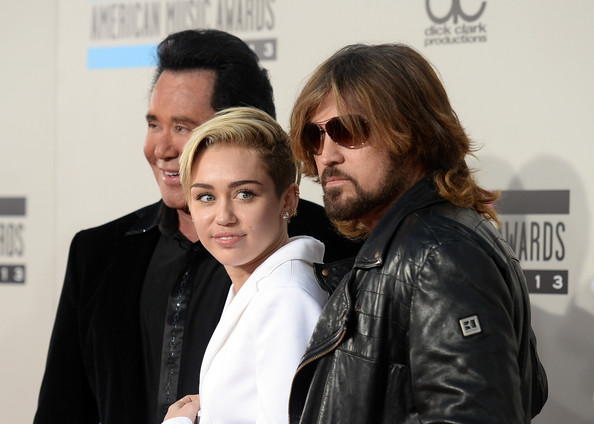 Arrivals at the American Music Awards — Part 2