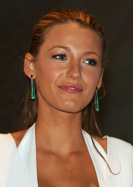 blake lively weight and height. Blake Lively Green Lantern.