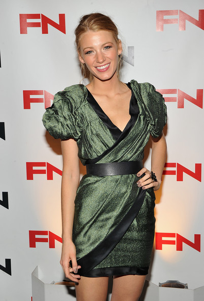 http://www1.pictures.zimbio.com/gi/Blake+Lively+24th+Annual+Footwear+News+Achievement+xMCzMvHq0DUl.jpg