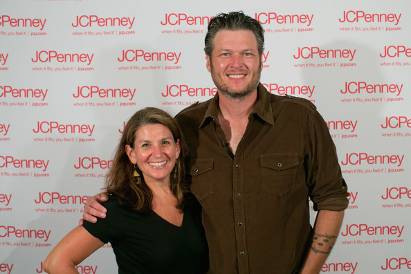 Blake Shelton Family Pictures, Wife, Age, Height, Kids