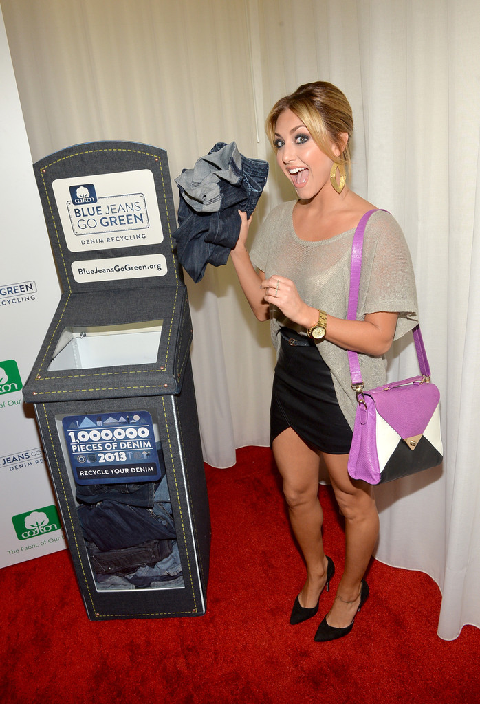 cassie scerbo photos photos stars at the blue jeans go