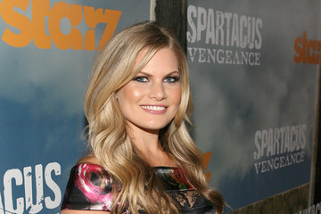 "Bonnie Sveen Starz Original Series ""Spartacus: Vengeance"" Premiere Event At Arclight Cinerama Dome - Red Carpet"