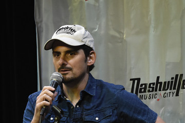 Brad Paisley 2016 Wild West Comedy Festival - Brad Paisley Hosts a Night of Stand Up Comedy