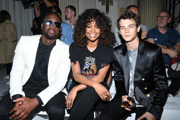 Brandon Flynn Balmain : Front Row - Paris Fashion Week - Menswear Spring/Summer 2018