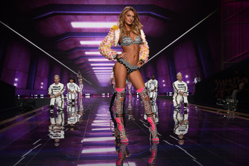 Bregje Heinen Victoria's Secret Fashion Show