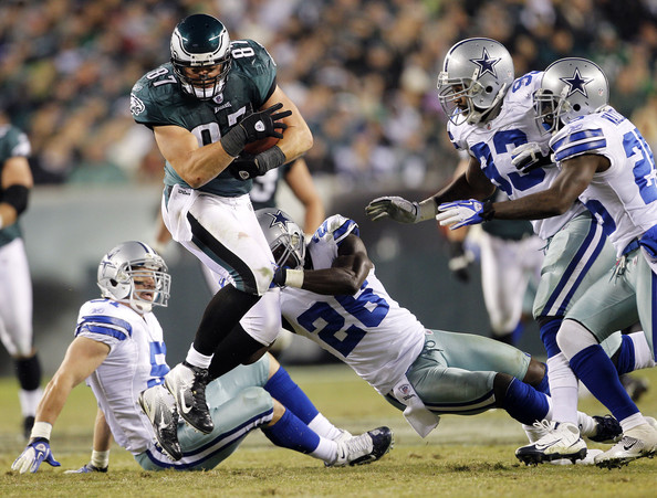 Dallas Cowboys v Philadelpia Eagles [dallas cowboys,philadelpia eagles,philadelphia eagles,player,sports gear,sports,helmet,tournament,sports equipment,gridiron football,team sport,sprint football,ball game,close,game,brent celek,teammates,anthony spencer,frank walker,abram elam]