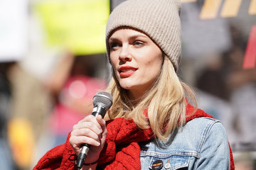 Brooklyn Decker Jane Fonda And Greenpeace USA Bring Fire Drill Fridays To California