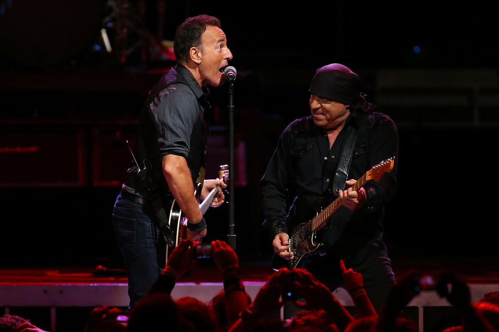 Bruce Springsteen Photos Bruce Springsteen Performs In